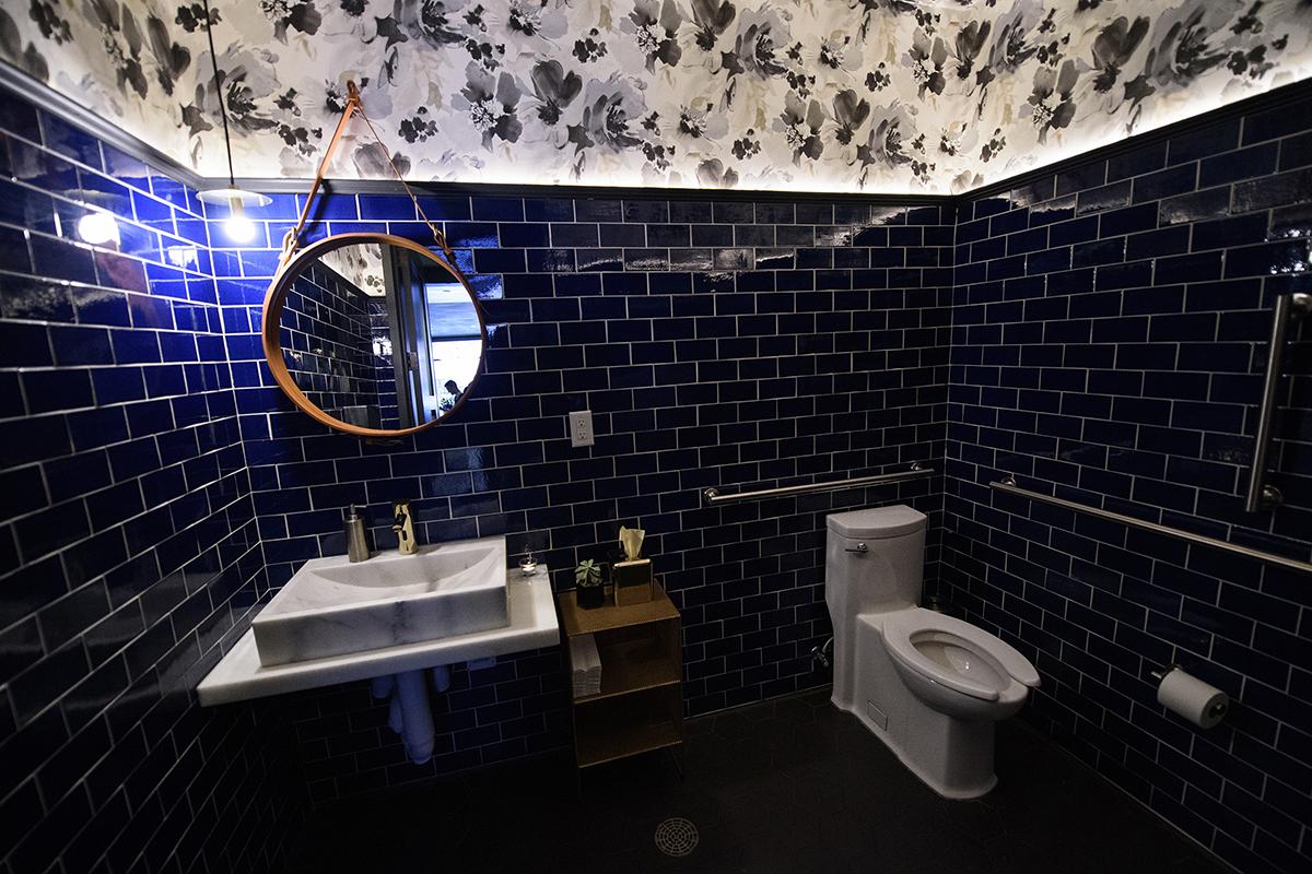 نمونه هایی از زیباترین و مدرن ترین سرویس بهداشتی لوکس و نحوه طراحی آن18